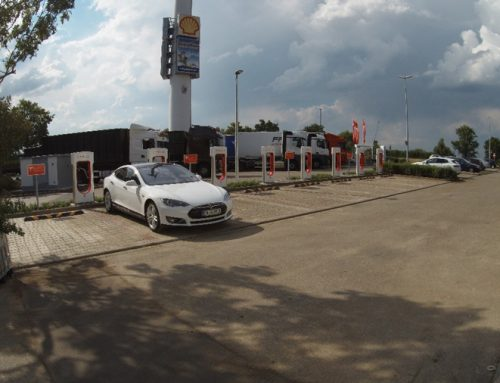 Teslas Supercharger-Station in Herbolzheim